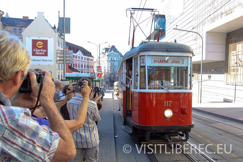 Historická tramvaj v ulicích Liberce