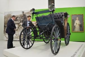 Benz Victoria zapůjčená zNárodního tech. muzea pro výstavu vOblastní galerii