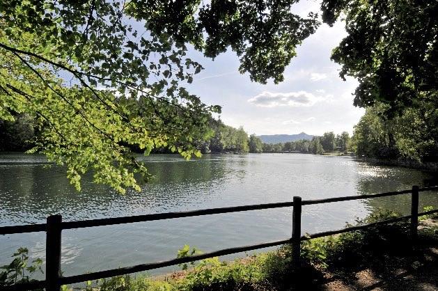 Pohled od přehrady na Ještěd
