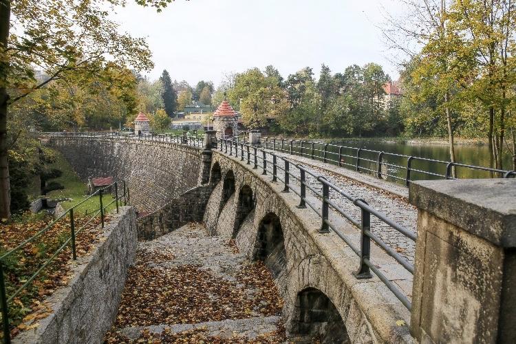 Liberecká žula použitá na stavbu hráze