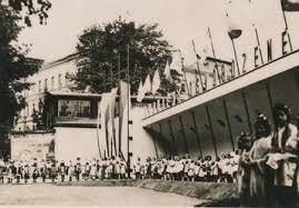 Novým vstupním pavilonem prošli první návštěvníci v srpnu 1946
